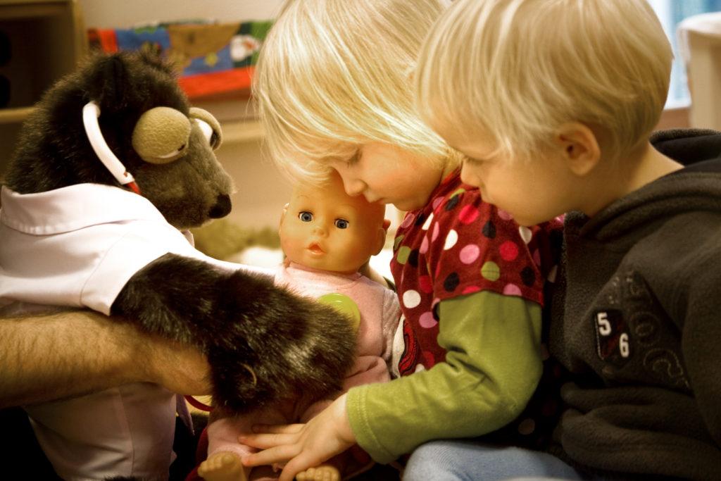 Handpuppenspiel mit Kindern unter 3 Jahren