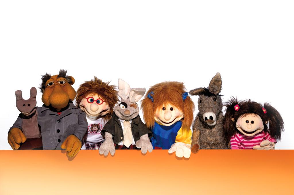 Hier sieht man Puppen von Living Puppets, Fokmanis, Barleben und Bodo Schulte, die bei den Puppen-Workshops gespielt werden